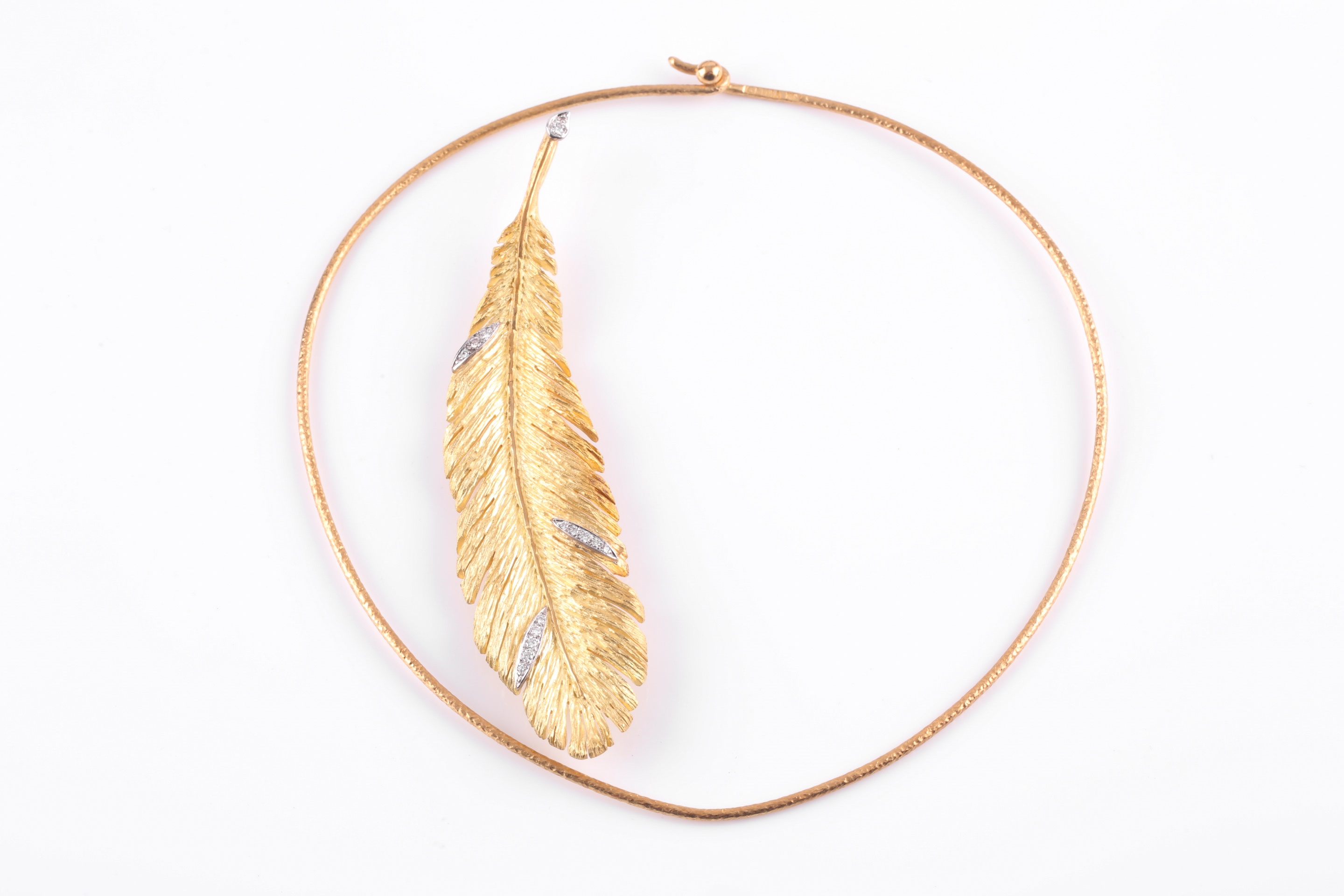 Andrew Grima An 18ct yellow gold pendant necklace