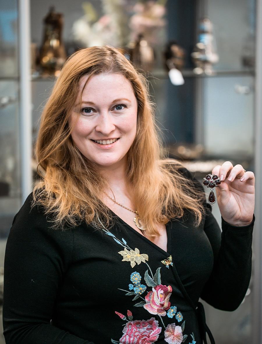 Dawsons Auctions Expert - Rachel Hutchinson