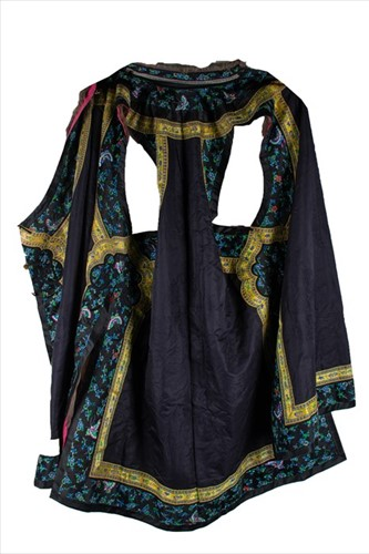 Lot 173-A late 19th/ early 20th century Asian silk robe...