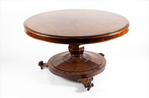 Lot 79-A William IV flame mahogany breakfast table of...