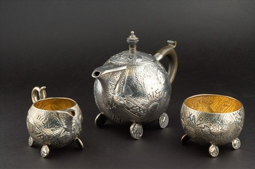 Lot 361 - A Victorian silver Aesthetic style three piece...