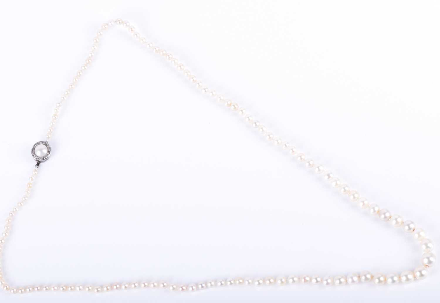 Lot 15-A natural pearl necklace of graduated pearls,...
