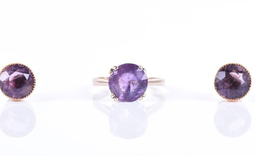 Lot 139-A 9ct yellow gold and amethyst ring set with a...