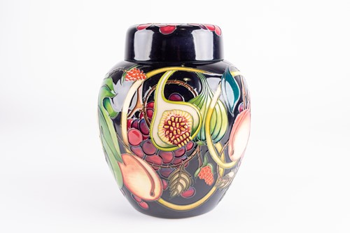 Lot 52-A large Moorcroft 'Queens Choice' pattern...
