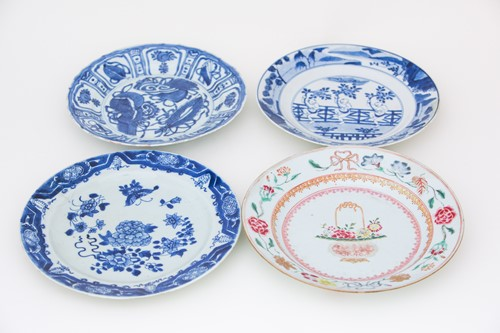 Lot 20-A Chinese blue & white 'Kraak' plate,...