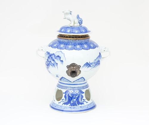 Lot 9-A Japanese Hirado blue & white cistern, 19th...
