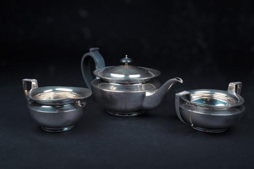 Lot 28-A George V three-piece silver teaset,...