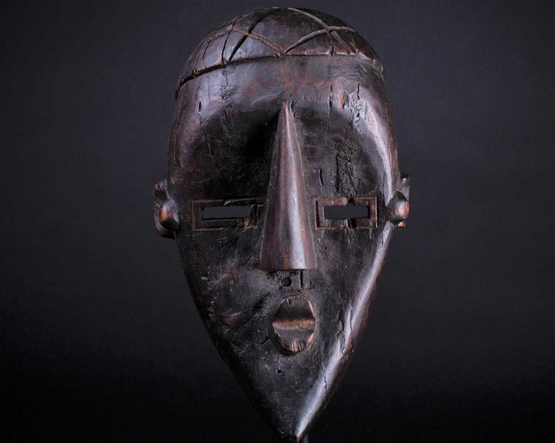Lot 7 - A Lwalwa mask, Democratic Republic of Congo,...