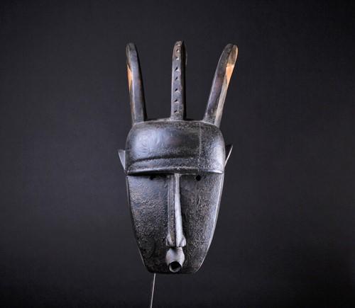 Lot 20 - A N'tomo Bamana mask, Mali, with three curved...