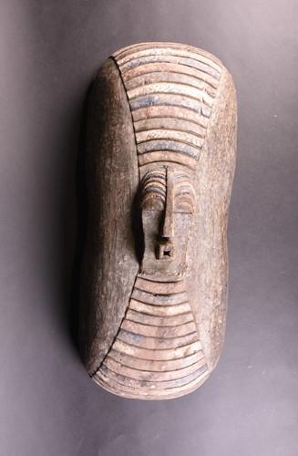 Lot 88 - A Kifwebe shield, Songye, Democratic Republic...