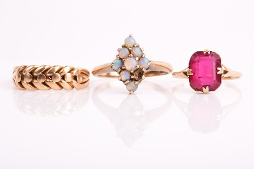 Lot 34 - A 9ct yellow gold and opal cluster ring...