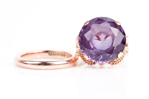 Lot 50 - A yellow metal and synthetic corundum ring,...