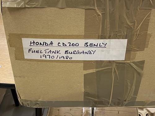 Lot 36 - A red Honda CB250T fuel tank and a Honda CD200...