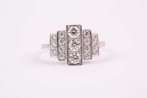 Lot 30 - A platinum and diamond ring, the graduated...