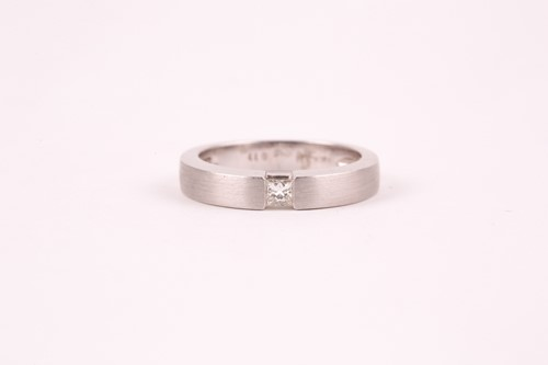 Lot 26 - An 18ct white gold and diamond ring, the matte-...