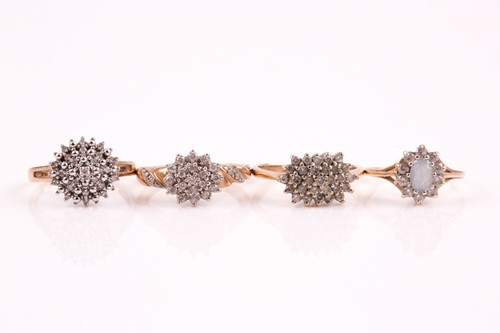 Lot 5 - A diamond cluster ring, the flowerhead cluster...