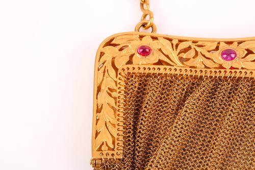 Lot 435 - A 9ct yellow gold evening bag, the engraved...