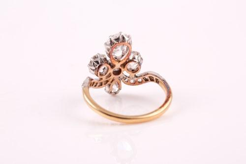 Lot 62 - A late 19th / early 20th century diamond tiara...