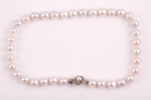 Lot 3 - A South Sea white pearl necklace, the pearls...