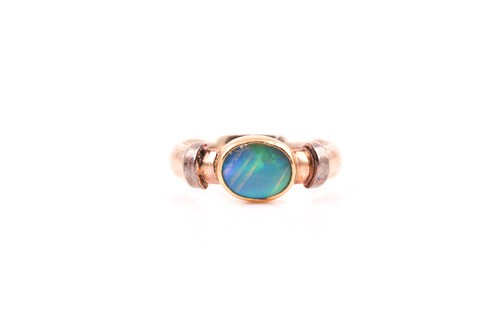 Lot 12 - A 9ct yellow gold and doublet opal ring,...