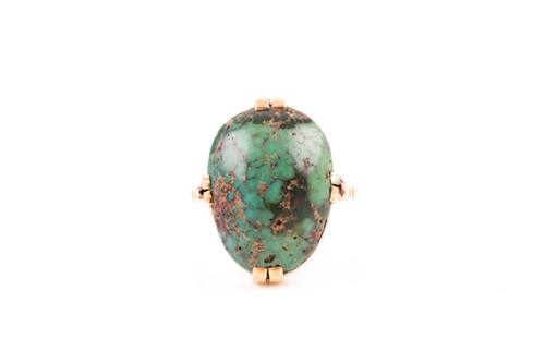 Lot 33 - A yellow metal and turquoise ring, set with a...