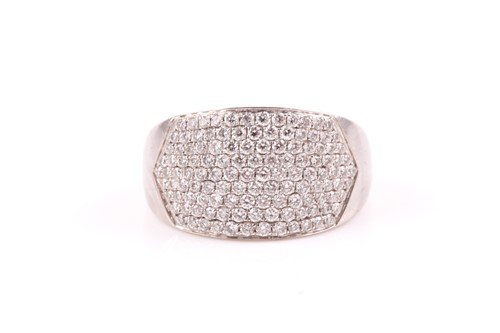 Lot 15 - An 18ct white gold and diamond ring by Iliana,...