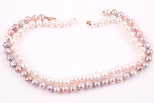 Lot 25 - A pearl necklace, set with freshwater pinkish...