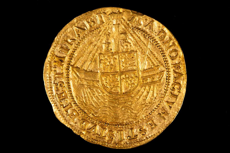 Lot 311 - British coins, Elizabeth I, Angel, sixth issue,...