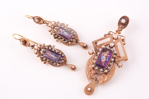 Lot 45 - A late 19th century yellow gold French pendant,...