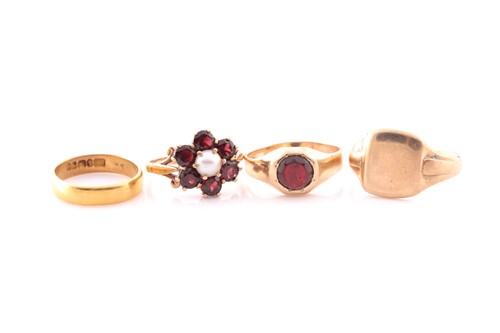 Lot 43 - A 9ct yellow gold, garnet, and pearl floral...