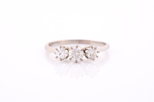 Lot 20 - An 18ct white gold and diamond ring, set with...