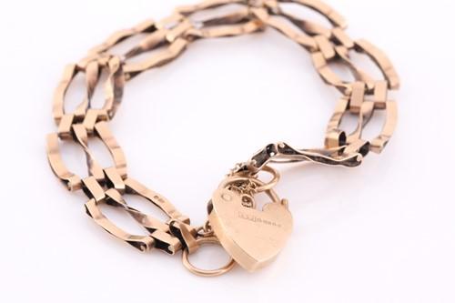 Lot 91 - A 9ct yellow gold gate-link bracelet,...