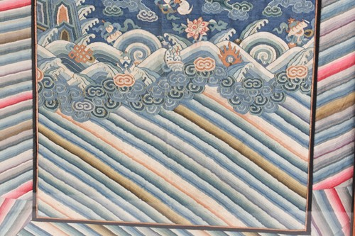 Lot 290 - A Chinese kesi embroidered dragon panel, Qing,...