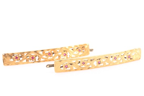 Lot 38 - A pair of yellow metal hair clips, with...