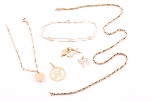 Lot 24 - A gold foxtail link chain; marked '750'; 14.2...
