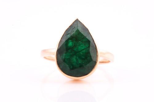 Lot 33 - A single stone emerald single stone ring, the...