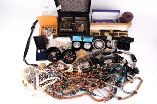 Lot 30 - A group lot of costume jewellery, to include...