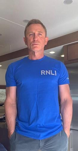 Lot 1 - A t-shirt signed by James Bond star Daniel...