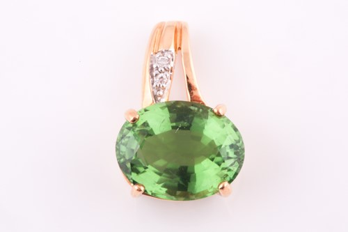 Lot 56 - An 18ct yellow gold, diamond, and green...