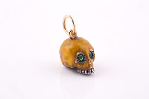 Lot 50 - An unusual enamel skull pendant, the silver...